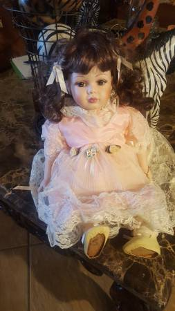 Photo 20quot Porcelain Doll - $45 (Foothills)