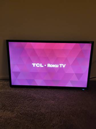 Photo 32 inch TCL Roku smart tv - $75 (Yuma)