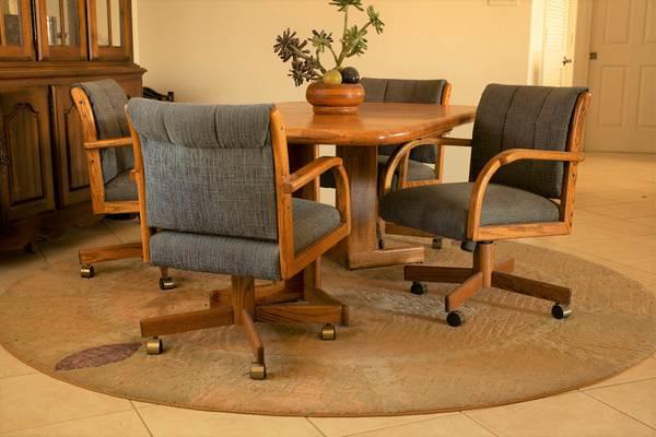 Photo 8 pc. Solid Oak Dining Room set - $1,200 (Mesa Del Sol)