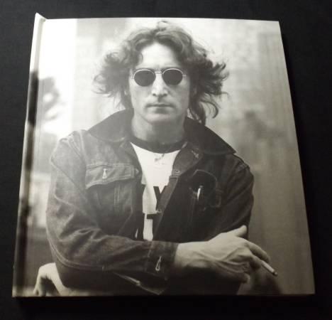 Photo Beatles Lennon Legend An Illustrated Life Of John Lennon 2003 - $24 (Mesa AZ)
