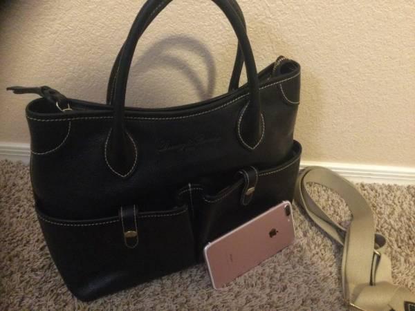 Photo Dooney and bourke handbag - $75 (Yuma)