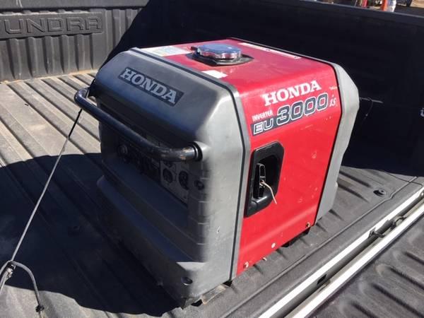 Photo Honda Generator EU3000 - $1300 (Yuma)