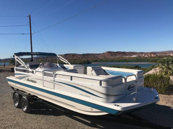 Photo Hurricane 226 deck boat - $22,500 (Martinez Lake)