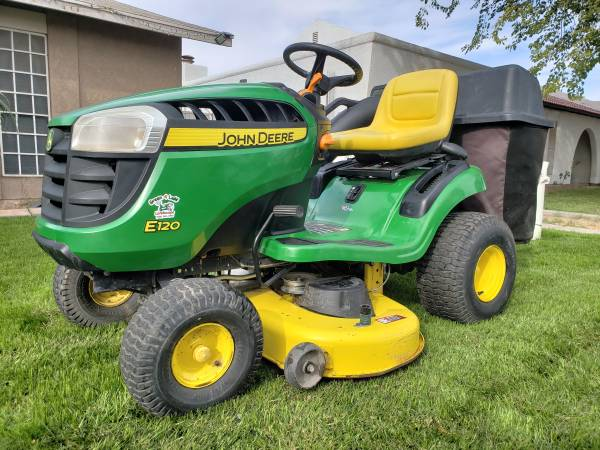 Photo John deere riding lawn mower - $1,350 (Yuma)
