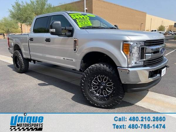Photo LIFTED EXTRA CLEAN 2017 FORD F-250 CREW CAB XLT 4X4 SHORT BED 6.7 LI - $58,995