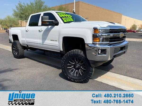 Photo LIFTED LIKE NEW 2019 CHEVY 2500HD CREW CAB LT 4X4 SHORT BED 6.6 DURA - $58,995