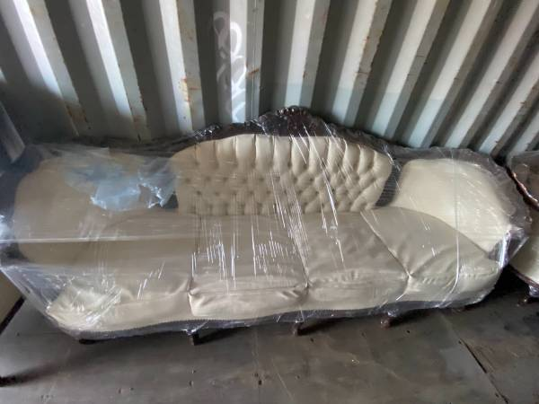 Photo Victorian style couches - $850 (Somerton)