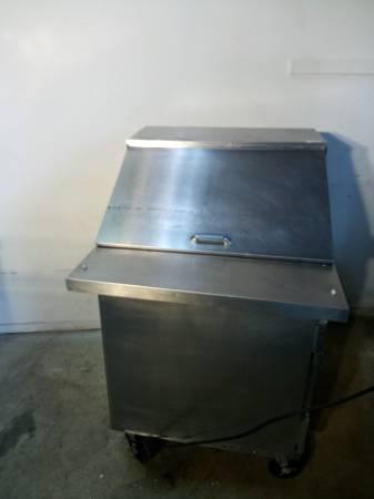 Photo 27 inch ref prep table - $1 (columbus)