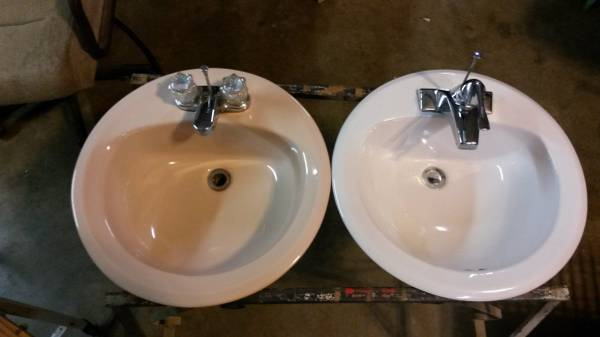 Photo (3) Sinks with Faucet  drain Hardware, White, Beige, Stainless Steel - $20 (Coshocton)
