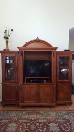 Photo Downsizing 3 Piece Entertainment Center - $450 (Bexley)