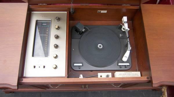 Photo Fisher Futura V Stereo Console - $275 (West Jefferson)