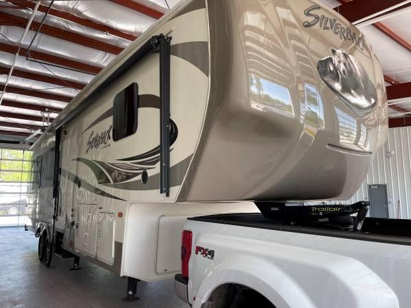 Photo USED 2015 Cedar Creek Silverback 31RK Rear Living 5th Wheel - $39,995 (Lakeview)